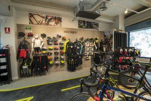 Bikesupport tienda de bicicletas y ciclismo en Madrid. Exposición boutique