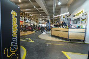 Bikesupport tienda de bicicletas y ciclismo en Madrid. Entrada a tienda